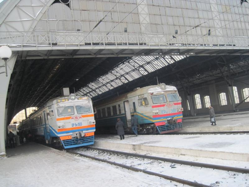 Ускоренном видео железнодорожный вокзал во львове сентября 2016